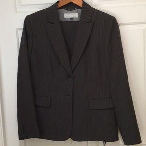 Tahari women's gray pinstripe business pant suit